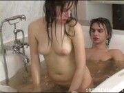 Русский парень сосет в бане