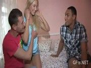 Смотреть русский парень дал трахать свою жену